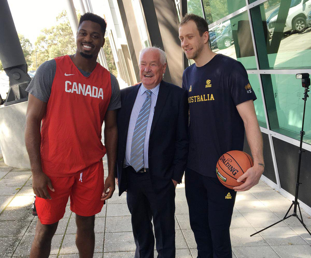 Minister Murray welcomes the Boomers and the Canadian team to Perth at Bendat Basketball Centre.